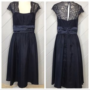 {Max & Cleo} Lace Top Cap Sleeve Cocktail Dress